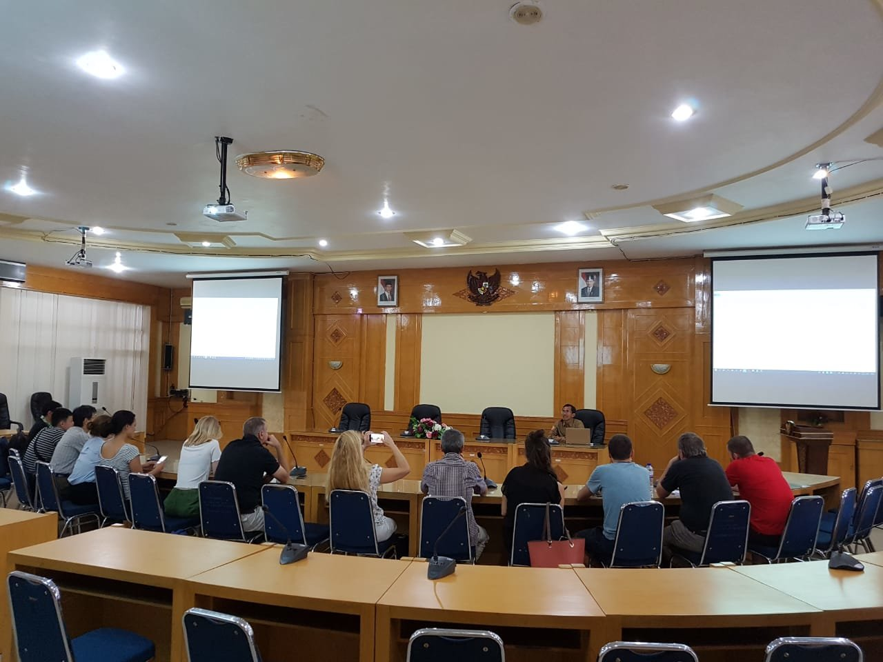 Course Participants Study Oil Palm in Jambi University