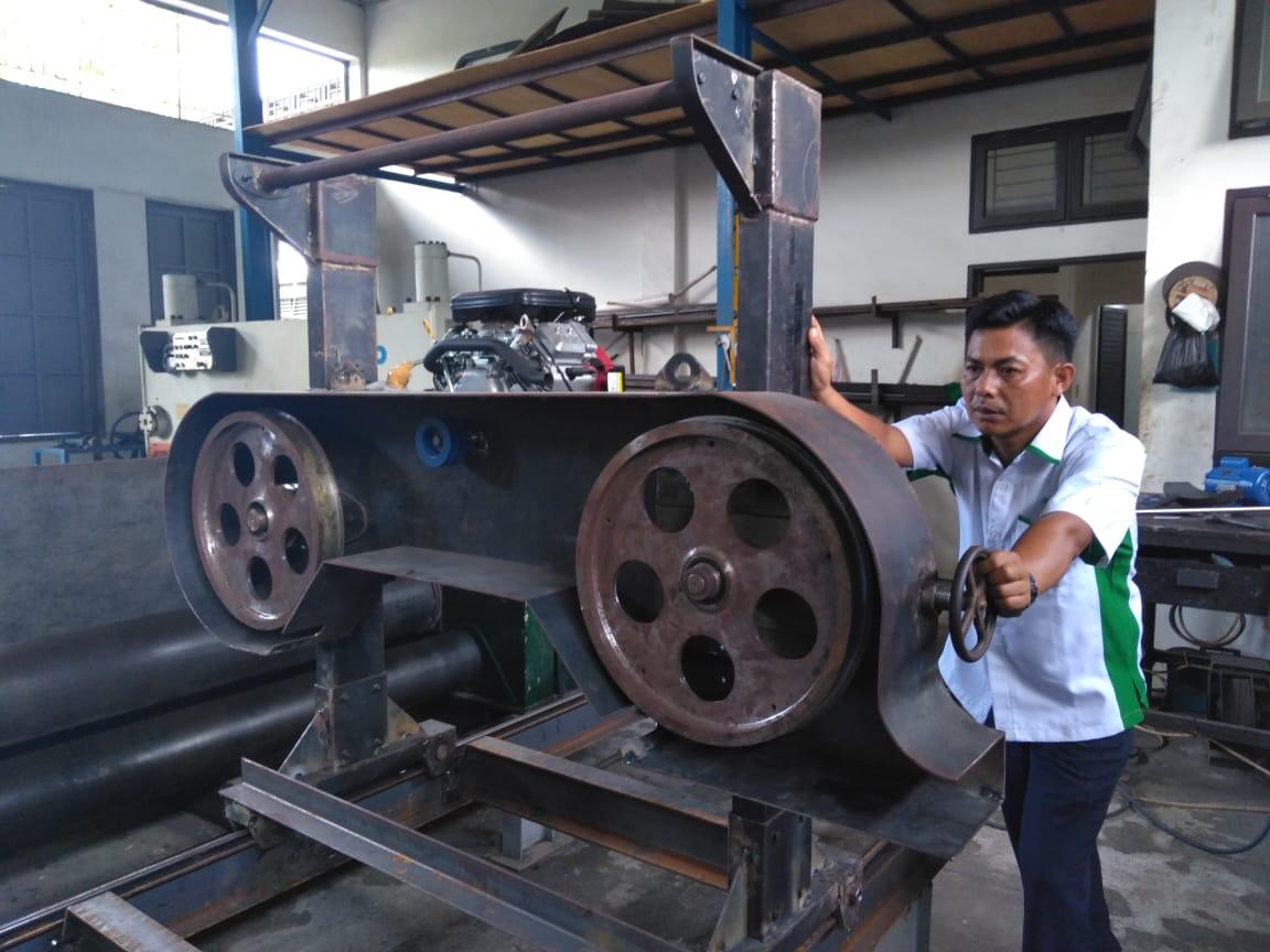PPKS Kembangkan Mobile Sawmill untuk Pemanfaatan Batang Sawit Hasil Peremajaan