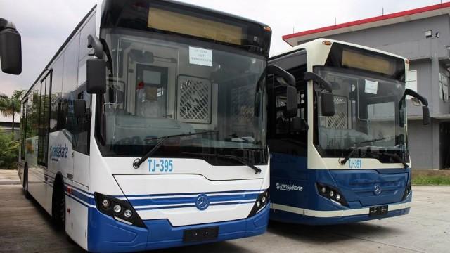 Truk dan Bus Mercedez-Benz Siap Gunakan B20