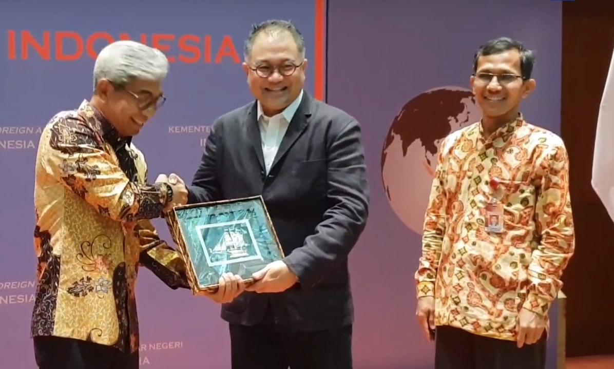 Sawit Menghidupi 20 Persen Penduduk Indonesia