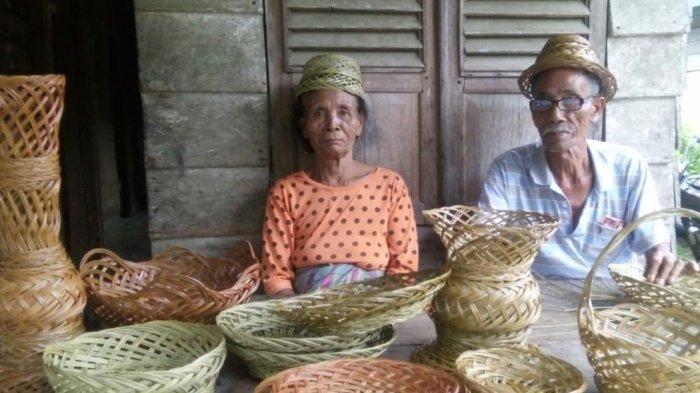 Kreatif, Warga Produksi Kerajinan dari Lidi Kelapa Sawit